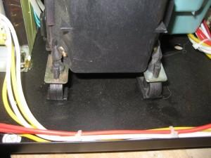 Diaphragm pump on rubber damper